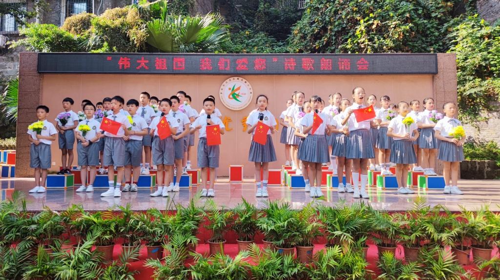 学生朗诵 观音桥校区供图 华龙网发