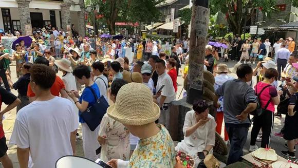 两江国际影视城推出了一系列的趣游端午主题游园游戏活动。渝北区文化旅游委供图 华龙网发