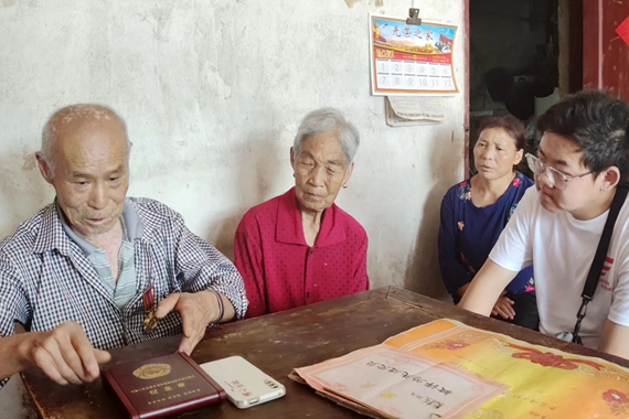 老党员讲述红色故事 学校供图 华龙网发
