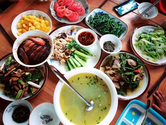 住客可在梧桐居食用绿色生态的餐食。梧桐居供图 华龙网发